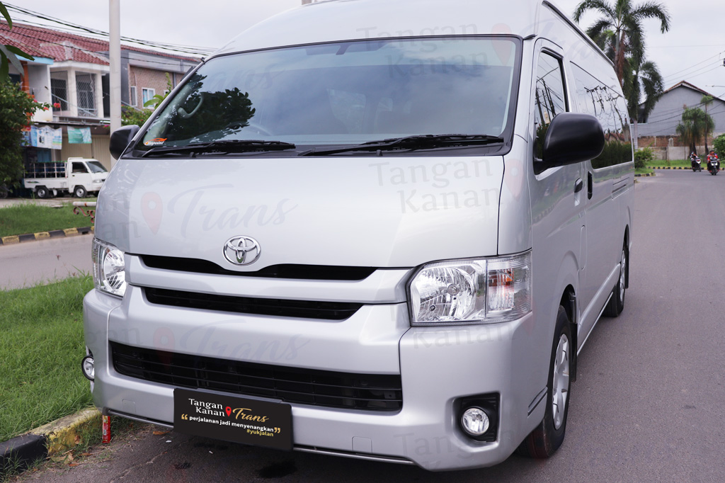 Exterior Hiace luxury 01 Front