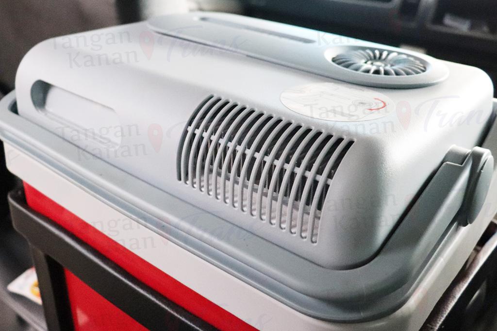 takatrans Interior Hiace luxury 02 Cooler box